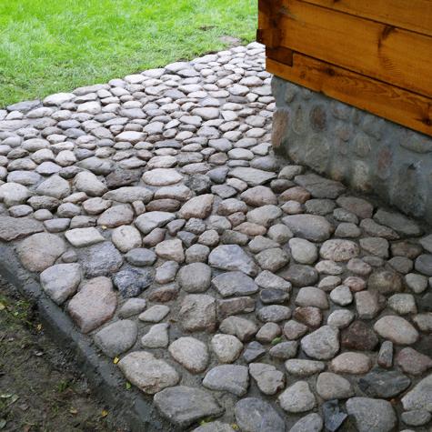 chodnik z kamienia